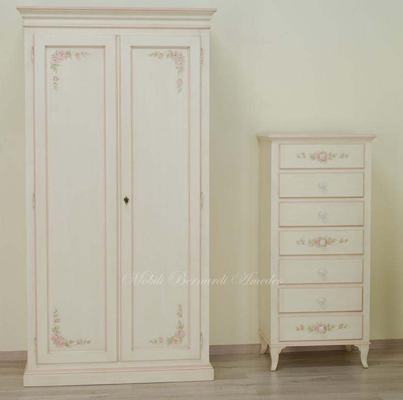 Armadio e cassettiera dipinti avorio con decori ultimi for Cassettiera da armadio
