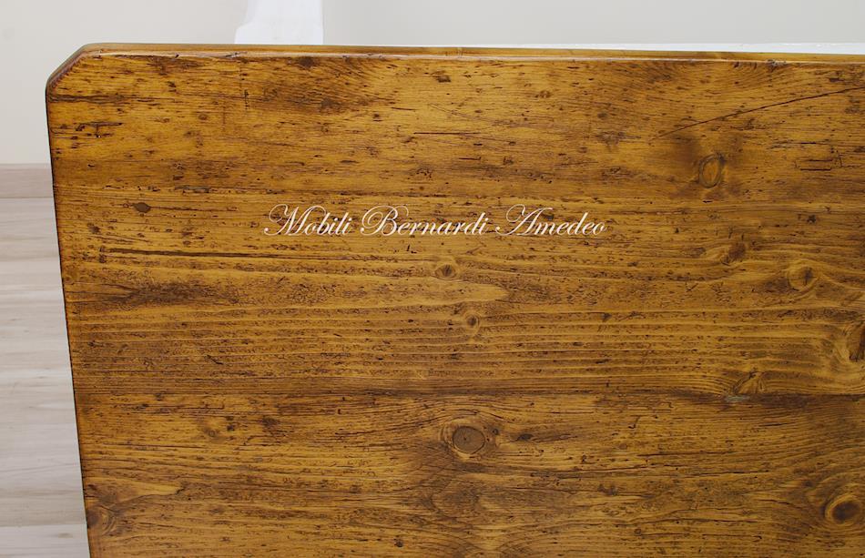 Tavolo vecchio con piano in abete massello lucidato tinta legno