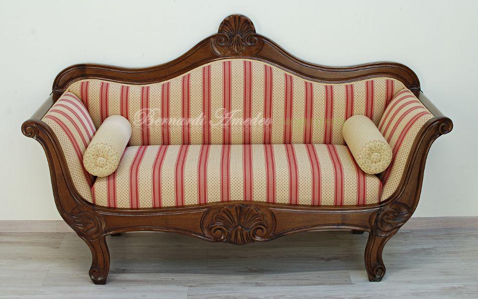 Divani antichi in legno idee per il design della casa for Mobili per divani