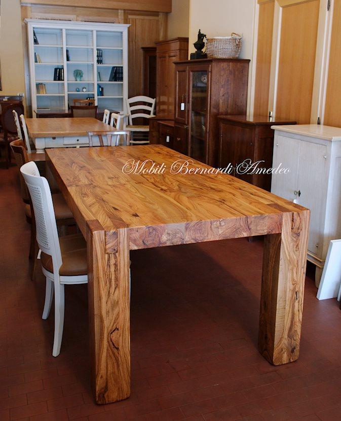 Sedie grigie e tavolo in legno - Tavolo cucina fai da te ...