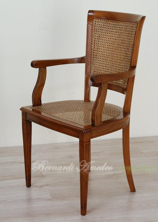 Sedie e poltroncine in noce sedie poltroncine divanetti for Sedia antica con braccioli