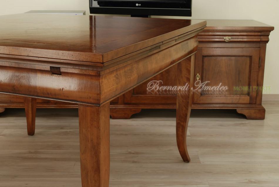 Tavolo in legno di noce con allunghe estraibili