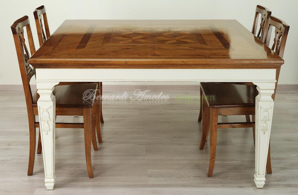 Tavoli in legno intarsiato tavoli for Tavolo legno quadrato