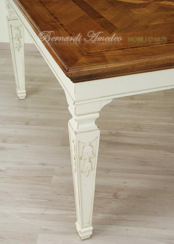 Tavoli in legno intarsiato  Tavoli