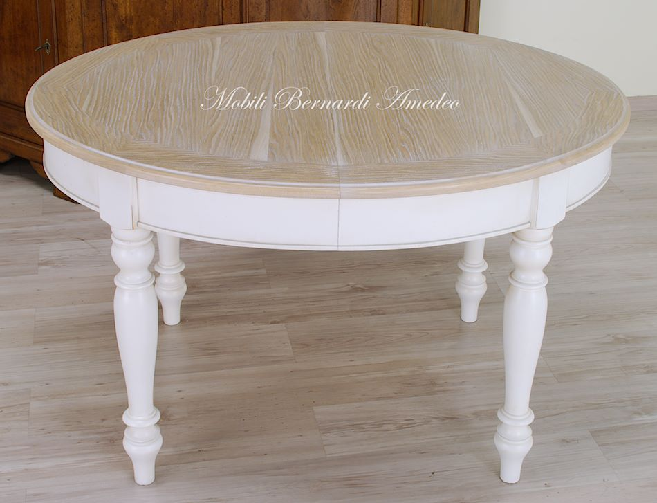 Tavoli stile classico rotondi e ovali 6 tavoli for Tavolo rovere sbiancato