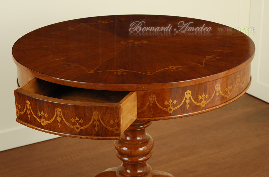 Tavolini salotto rotondi idee per il design della casa for Tavoli rotondi classici