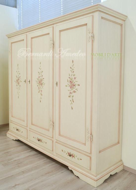 Armadio laccato con ante e cassetti decorati ultimi - Decorare un armadio ...