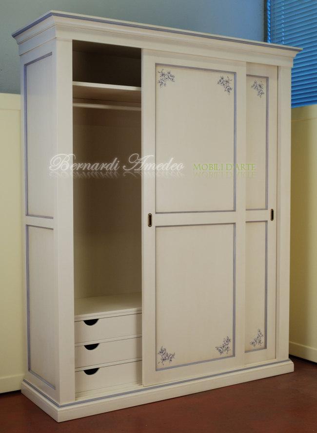https://www.mobilibernardiamedeo.it/images/stories/Catalogo/camere/armadio_2_ante_scorrevoli_laccato_4.jpg