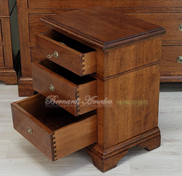 Cassettoni in legno massello di noce 5 | Como e comodini