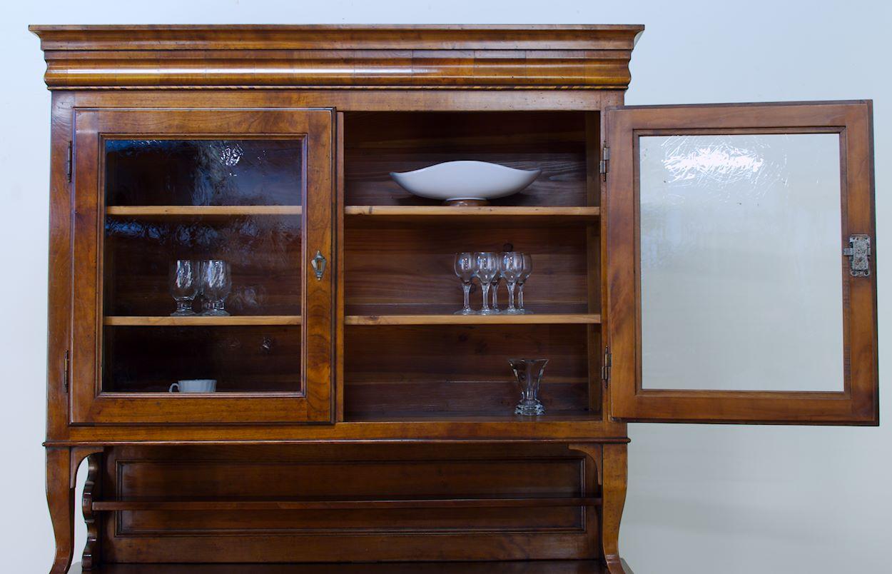 Credenza Con Alzata Due Ante : Credenze legno vecchio cassetto sagomato 2