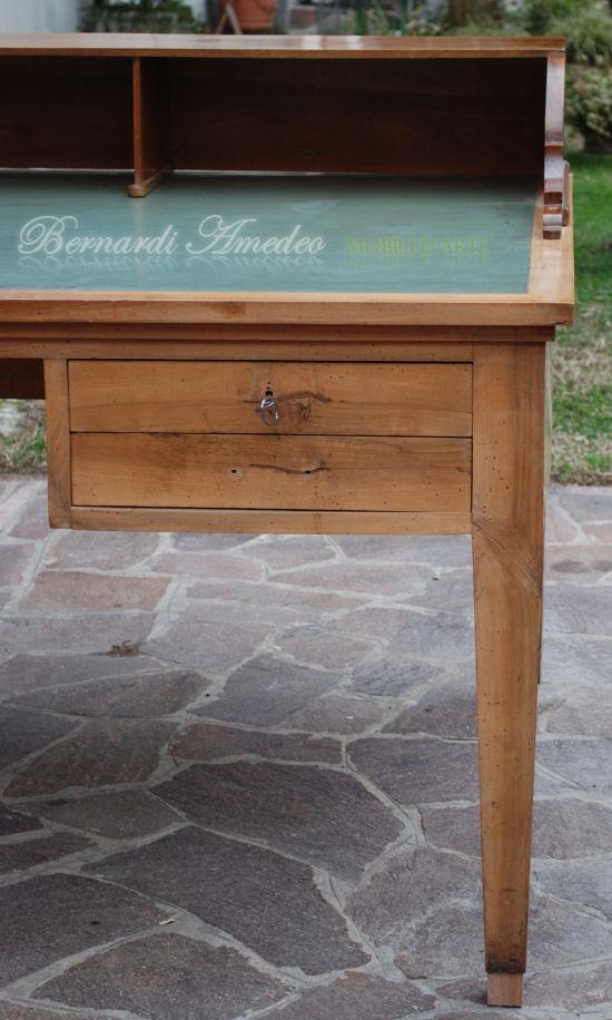 Scrivanie e scrittoi vecchi mobili vecchi for Mobili vecchi in vendita