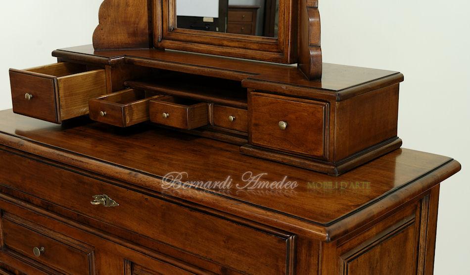 Mobili in stile occasioni 10 mobili in svendita for Mobili antichi 1800