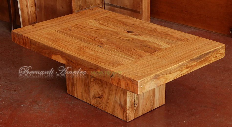 TT90 - Tavolino da salotto in ulivo massello, basamento rettangolare.