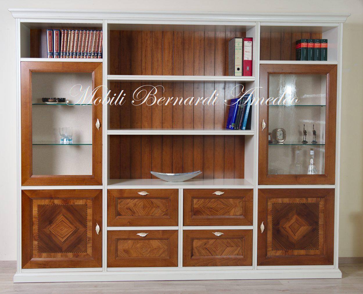 Pareti attrezzate intarsiate in legno massello | Componibili