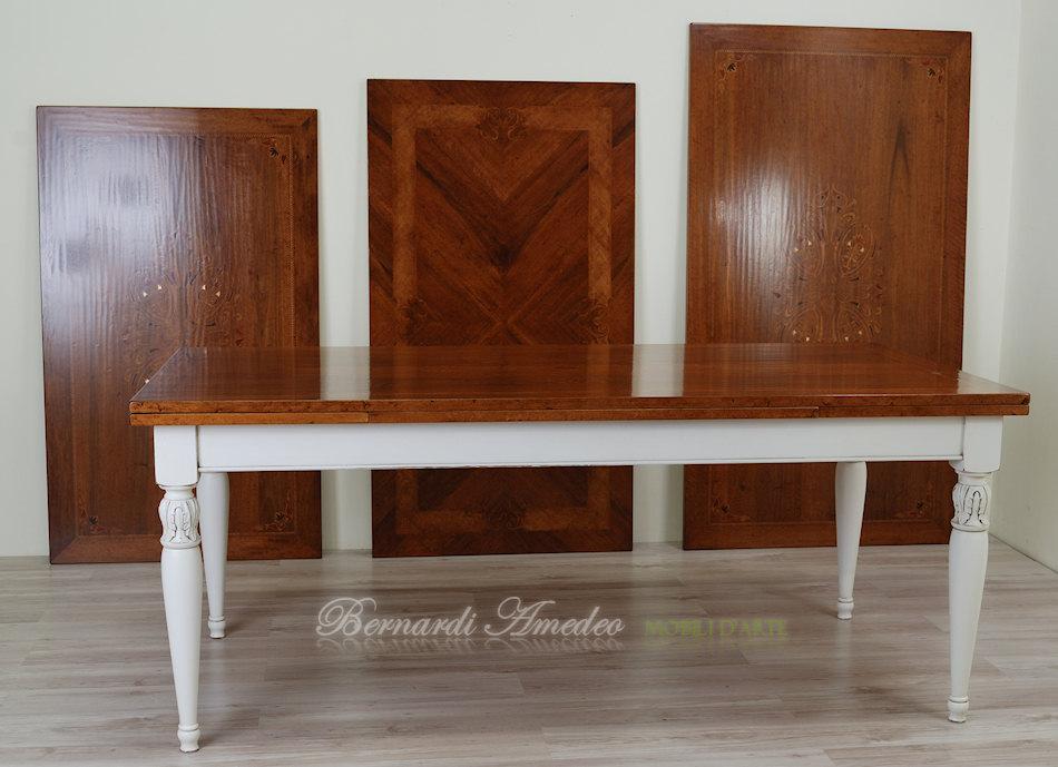Tavoli allungabili con piano intarsiato tavoli for Tavoli classici allungabili
