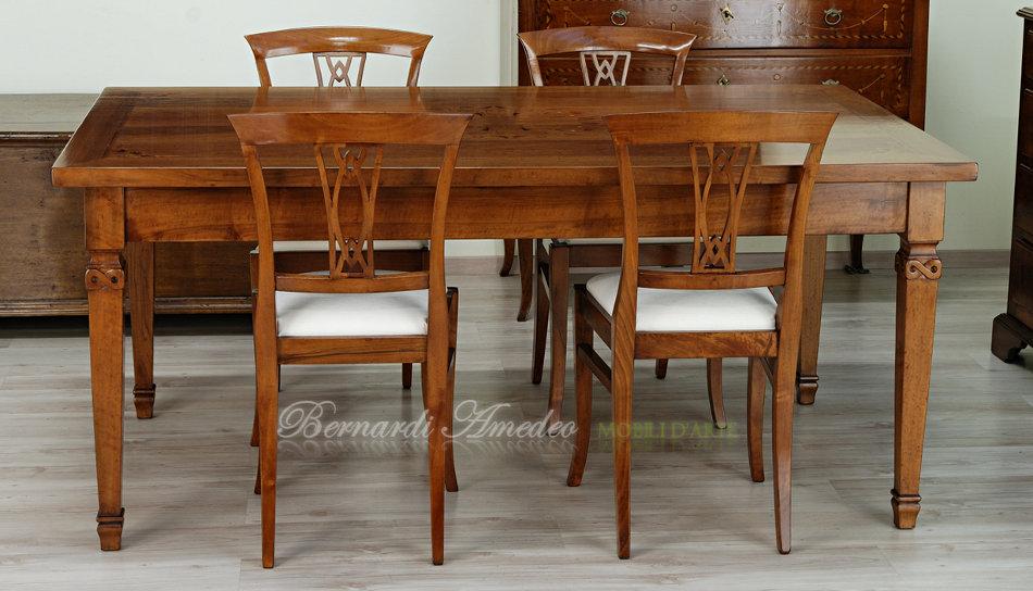 Tavoli in legno intarsiato | Tavoli