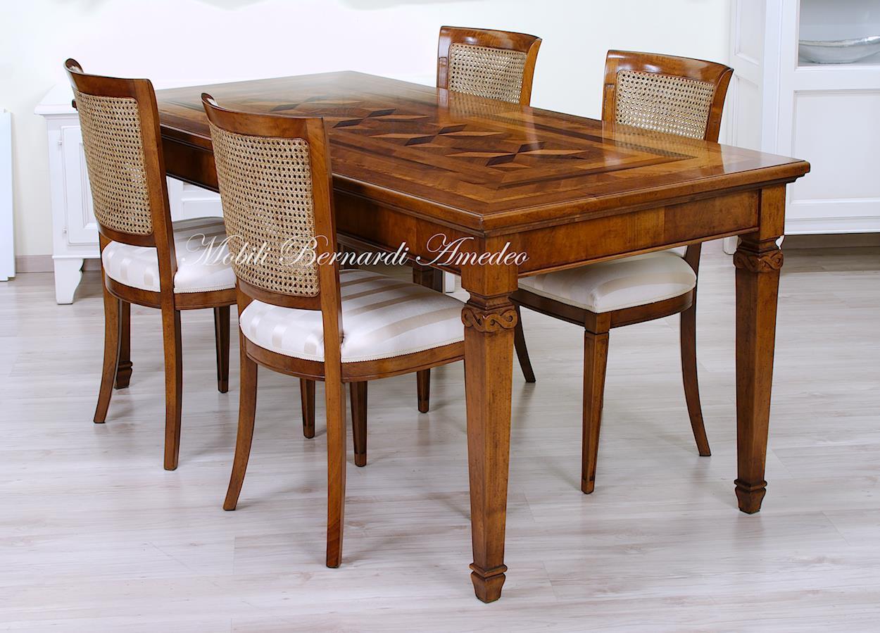 Tavoli in legno intarsiato tavoli - Colore noce canaletto ...