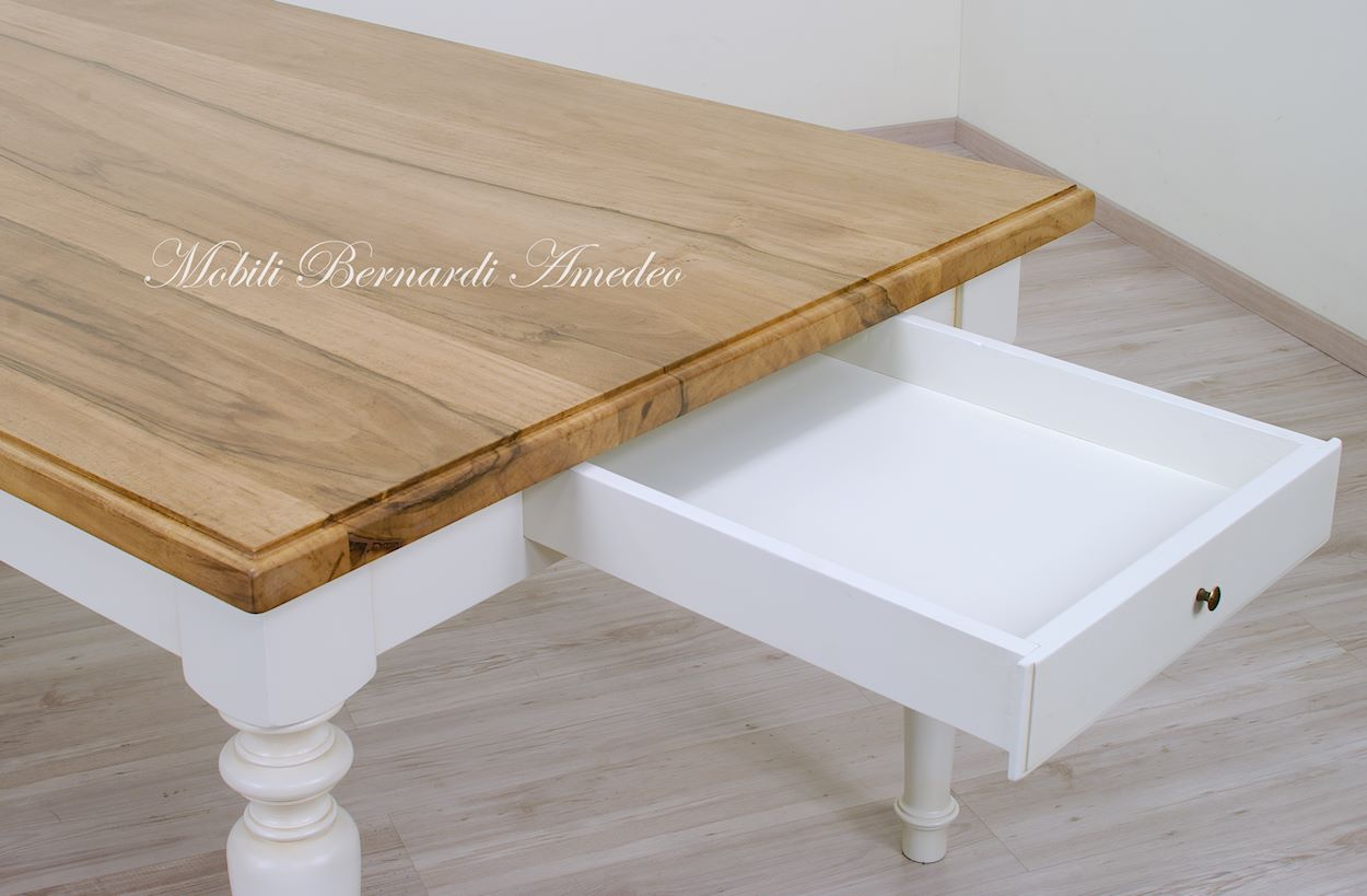 Tavoli da pranzo in legno massello tavoli for Tavoli da pranzo in legno
