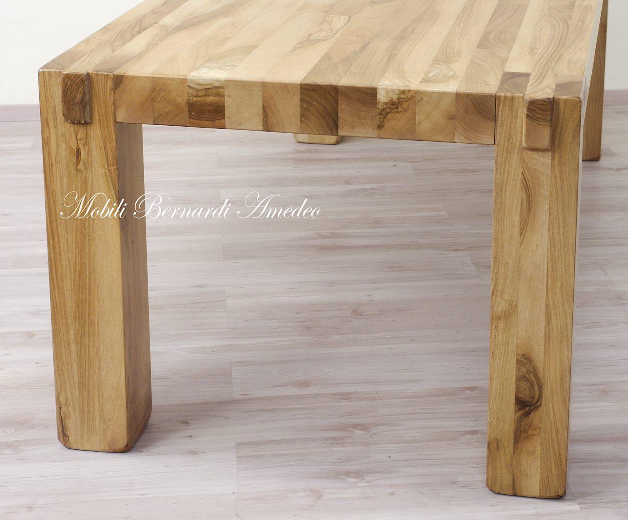Tavolo moderno in noce massello tavoli - Mobili noce nazionale ...