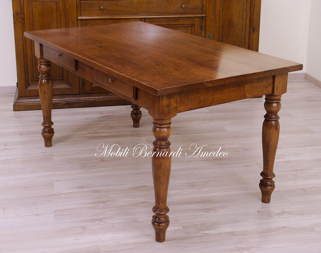 Tavoli fissi 2 tavoli for Tavolo legno noce nazionale