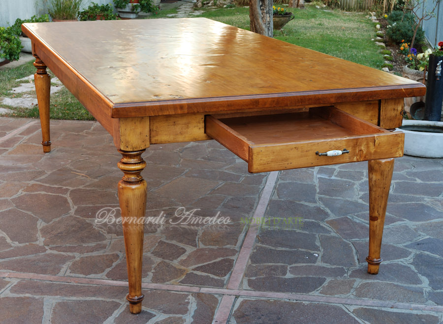 Tavoli con gambe tornite tavoli - Tavolo pieghevole con maniglia ...