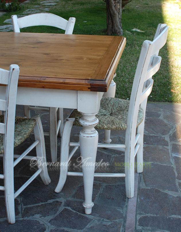 Tavoli country allungabili in abete tavoli for Tavolo legno con sedie colorate