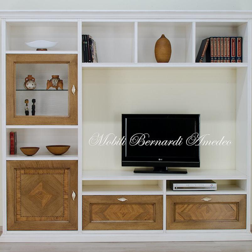 Parete porta tv finitura bianco e noce intarsiato for Pareti attrezzate tv